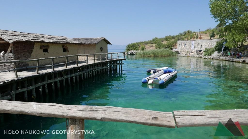 Rekonstrukcja wioski na palach w Bay of Bones